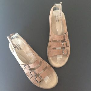 Clark's Collection Tan Sandals 7.5